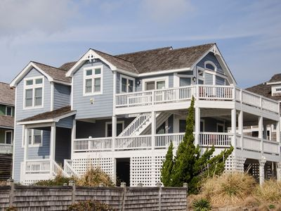 Photo for Mama Burt's: Oceanside, community pool, short walk to the beach, five bedrooms.
