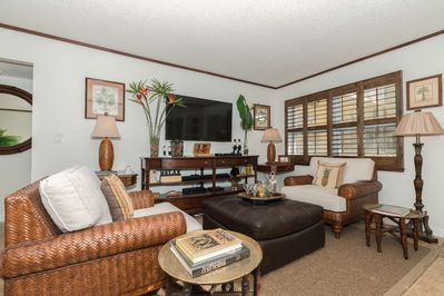 Professionally decorated conversation/seating area w/55 inch flat screen TV, sound bar, & DVD player