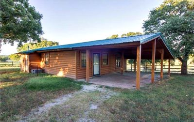 Beautiful Guest Cabin with horse and cattle facilities. Pet Friendly.