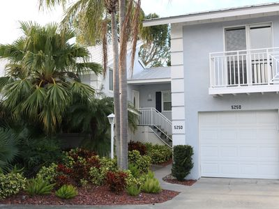Photo for 2 Bedroom in SIESTA KEY, Perfect location 2 minute walk to beach and village