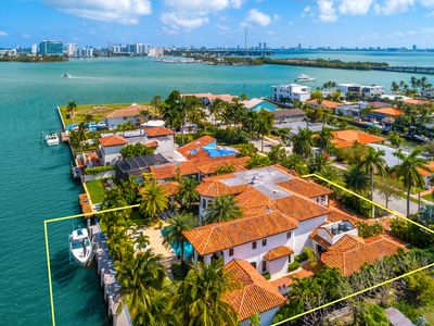 Magic Mansion Exceptional Tropical Luxury Waterfront property 10,000 Sqf