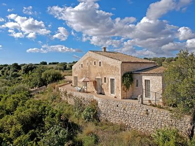 Photo for Genovese Villa, Sleeps 6 with Pool and Air Con