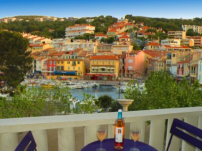 Photo for Cassis Port and Beach - Location and exceptional views - 4/6 pers.