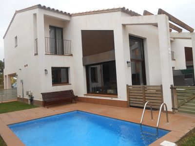 Photo for Detached house with private pool near the sea