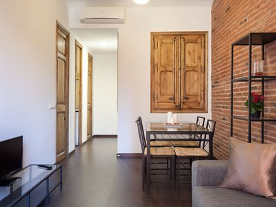 Photo for Sagrada Familia P1 apartment in Eixample Dreta with WiFi, air conditioning, balcony & lift.