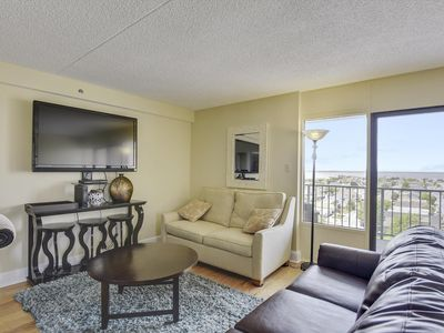 Photo for Upgraded Decor! Beautiful Condo & Great Amenities - WiFi, Tennis, Indoor Pool!