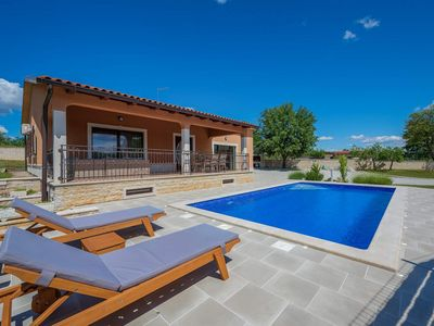 Photo for Holiday house with swimming pool located in Tinjan