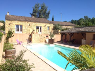 Photo for Idyllic setting, quiet room, swimming pool, 3 km from Sarlat