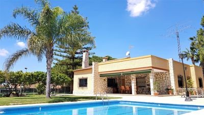 Photo for Villa with pool and private tennis court!