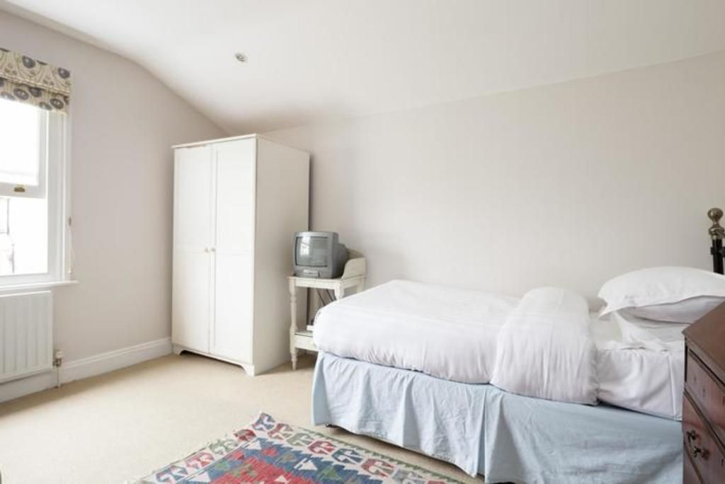 London Home 86, How to Rent Your Own Private Luxury Holiday Home in London - Studio Villa, Sleeps 9