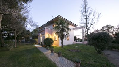 Photo for Chalet-villa with large garden 15km from Salamanca