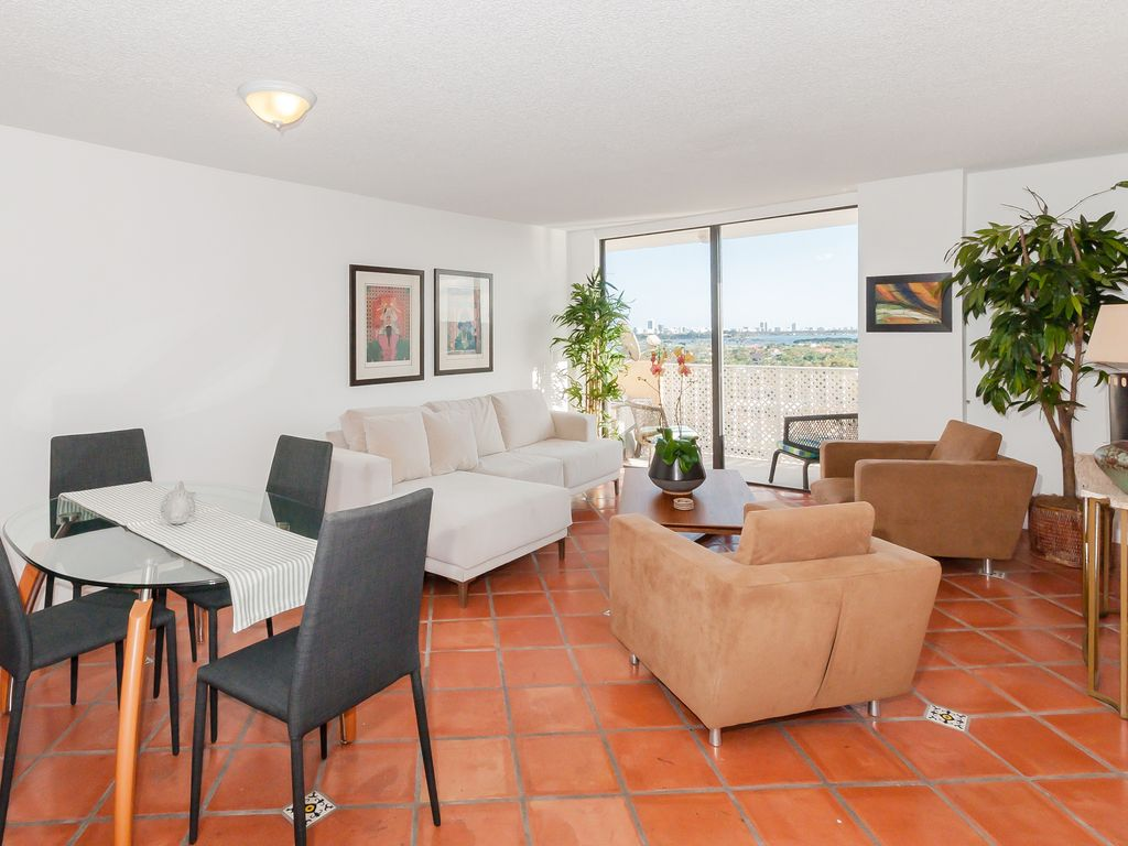Bay View Two Bedroom Apt in North Miami: Bay View Two Bedroom Apt in ...