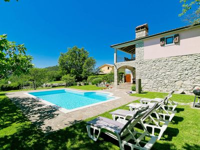 Photo for This 2-bedroom villa for up to 5 guests is located in Labin and has a private swimming pool, air-con