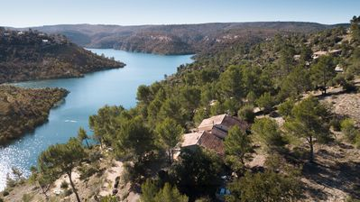 Photo for Lac Esparron de Verdon Villa with stunning views and private access to the lake