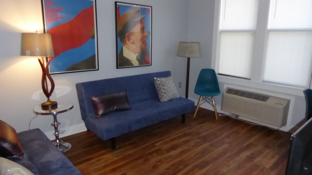 Sharp, Sleek, Capitol Hill 1Br/1Ba Condo 1 block to Metro