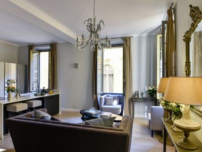 Photo for Le 17 - Stunning 3 bedrooms, 3 bathrooms flat in the heart of Nice Old Tow