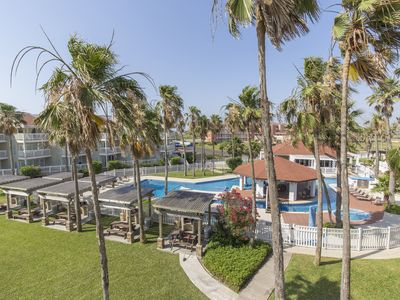 Photo for Charming 3 Bedroom Condo at Gulf Point! Resort Style Pool, Walk to Beach & Schlitterbahn Waterpark!