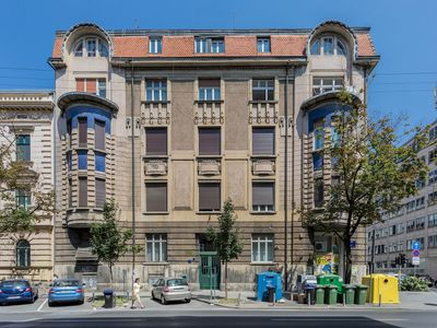 Photo for Modern and Spacious 2BDR Apartment in City Center