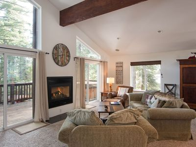 Beautiful Cabin on the West Shore with Hottub and Two Car Garage, fenced yard.