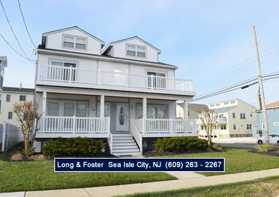 Photo for Beautiful  townhome conveniently located close to the beach, Acme, playground, and arcade