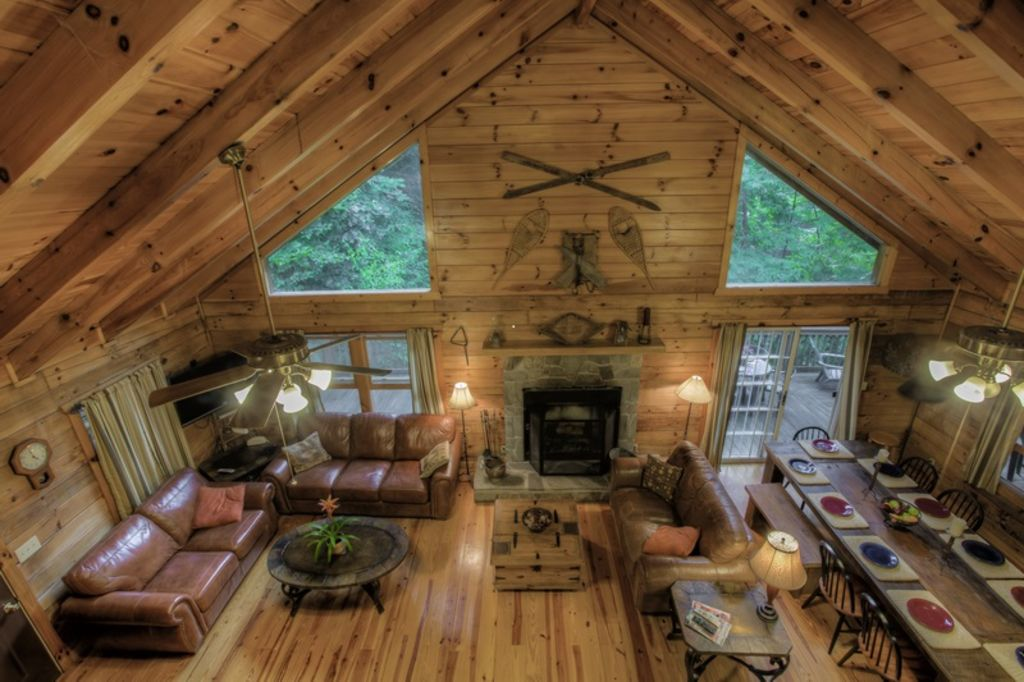 Walch creekside log cabin retreat in the smoky mountatins for Log cabin retreat
