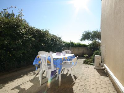 Photo for Air-conditioned rental for 4 persons access (on foot) to the beach direct