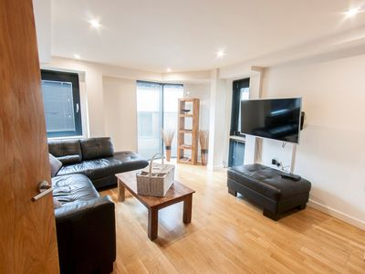 Photo for Modern Apartment in Bermondsey Street Village close to EVERYTHING