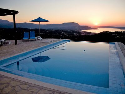 Photo for 3 bedroom villa with private infinity pool and panoramic se.