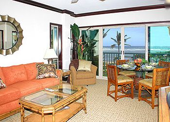 Waipouli #G-306: Enjoy tranquil sounds of Hawaii's Ocean while in every room!
