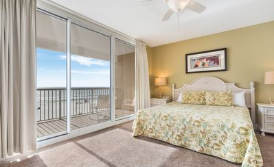 Photo for New! Romantic gulf front studio - getaway to the beach! Hot tub, poolside bar!