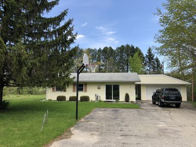 Photo for Comfy 2BR/1.5BA Cottage Getaway w/ Private Beach Access to Lake Huron