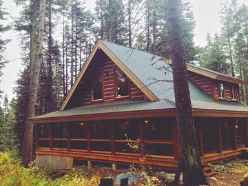 Beautiful Log House. Close to McCall. Tranquil & Spacious.