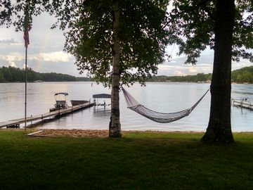 Comfortable Lakehouse, Private Sand Beach, Water Sports, Fishing and Boating
