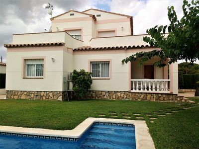 Photo for Villa with private pool for 8 people, air conditioning
