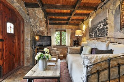 Living Room and Daybed