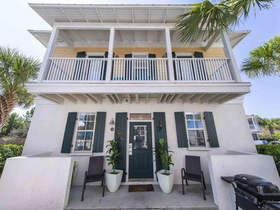 Cute Condo Close to the Beach ~ Community Pool ~ Private Balcony and Gas Grill!