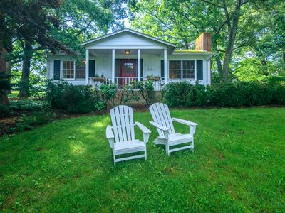 Photo for Romantic country cottage with modern amenities!