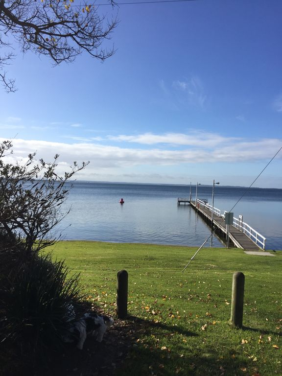Razamataz on the Gippsland Lakes - great for families, couples and pets too!