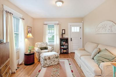"""Warm and welcoming living room, free Wifi and cable on 42"""" TV"""