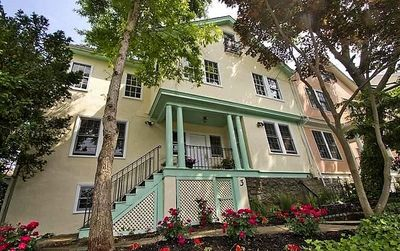 Enjoy all the best Annapolis has to offer in this historic home that Overlooks USNA Worden Field and College Creek sleeps 12