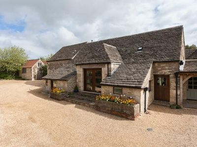 Photo for 18th Century luxury converted Tithe Barn sleeping 12 (up to 13 with sofa bed)