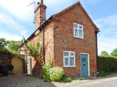 Photo for PEAR TREE COTTAGE, pet friendly in Castle Acre, Ref 914885