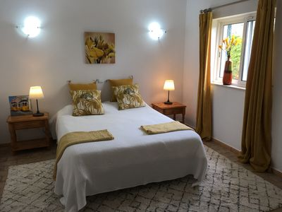YELLOW BEDROOM. BRIGHT AND SPACIOUS
