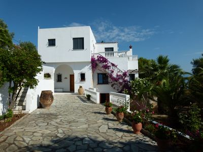Photo for Great beachfront villa with private pool and garden for 10/12 people