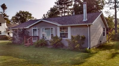 Gateway to Pictured Rocks & Seney NWR 2BR Cottage located on Manistique River