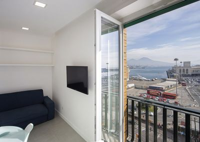 Seavie Apartment, best view of The Bay and Mont Vesuvius!