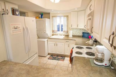 Fully Equipped Kitchen w/ Stackable Washer & Dryer
