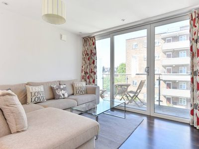 Photo for Superb apt for 6 w/ balcony, 10mins to East Putney