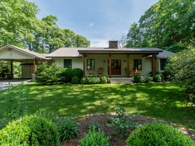 *Spectacular Views* Beautifully renovated home on Little Bear Pen Mountain
