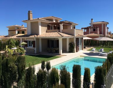 Photo for Family friendly villa with pool, near the beach, air conditioning, Wi-Fi, heating
